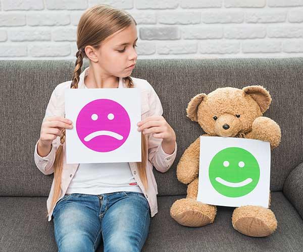nenes pacientes de medicina brindando datos con su opinión